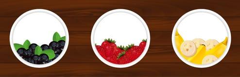 Placez les autocollants avec la myrtille fraîche, fraises et la banane courtisent dessus Images stock