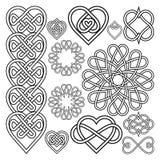 Placez les coeurs entrelacés dans le noeud celtique illustration de vecteur