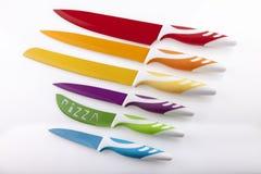 Placez les couteaux de couleur Photo libre de droits