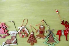 Placez les décorations de Noël à bord photo libre de droits