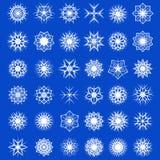 Placez les flocons de neige d'hiver, le Noël de chutes de neige de décorations et la nouvelle année, flocons de neige de mandala  Photo libre de droits