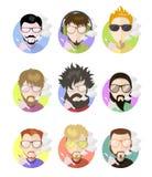 Placez les hommes plats de profil d'avatars vaping l'e-cigarette, différents caractères Photos libres de droits
