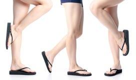 Placez les jambes de femme dans des bascules électroniques noires photos libres de droits