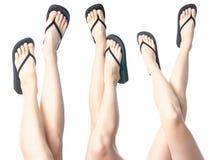 Placez les jambes de femme dans des bascules électroniques noires photo libre de droits