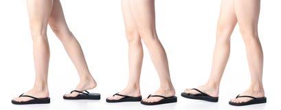 Placez les jambes de femme dans des bascules électroniques noires images libres de droits