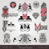 Placez les labels ou les insignes héraldiques de vintage avec la majuscule avec le modèle et les animaux illustration stock