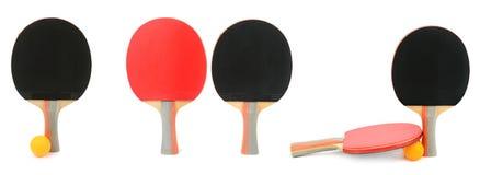 Placez les raquettes de ping-pong d'isolement sur le blanc images libres de droits