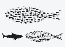 Placez les silhouettes des groupes de poissons de mer Colonie de petits poissons Icône avec des personnes imposant les impôts de  Illustration Libre de Droits