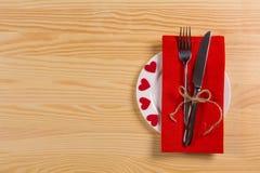 Placez pour le jour du ` s de Valentine de célébration sur la table en bois Images stock