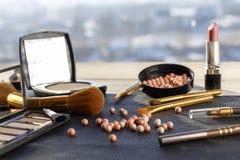 Placez pour le maquillage sur la table image stock