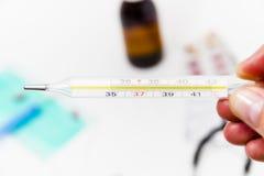Placez pour le traitement de grippe - concept de santé et de médecine Photographie stock