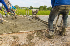 Placing concrete road construction Improve Royalty Free Stock Photography