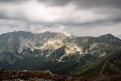 Placlive, tri kopa kopy, de Hruba, picos de Banikov y de Prislop en las montañas occidentales de Tatras en Eslovaquia Fotos de archivo libres de regalías