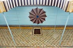 Plafond coloré dans le musée de Bardo, Tunis, Tunisie images libres de droits