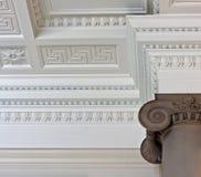 Plafond compliqué de corniche de plâtre image stock