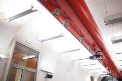 Plafond de bureau avec le rétroprojecteur Image libre de droits