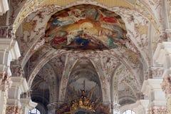 Plafond de fresque à l'église de St Peter à Munich Images stock