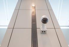 Plafond de mur de caméra de sécurité de télévision en circuit fermé Images libres de droits
