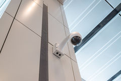 Plafond de mur de caméra de sécurité de télévision en circuit fermé Photographie stock libre de droits