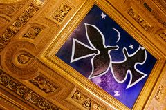 Plafond de musée de Louvre - peinture de Braque, les oiseaux Photos stock