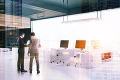 Plafond de noir de coin de bureau de l'espace ouvert de grenier modifié la tonalité Photo libre de droits
