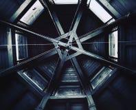 Plafond de pavillon avec des fenêtres photographie stock libre de droits