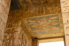 Plafond de temple de Medinet Habu photographie stock