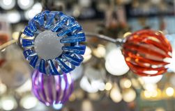 Plafond di plastica sotto forma di fiore a discesa immagini stock