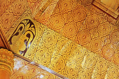 Plafond du ` s de pagoda de relique de dent de Bouddha, Yangon, Myanmar Photo libre de droits