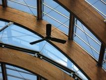 Plafond en verre et en bois Photos stock