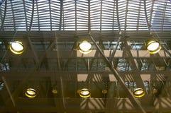 Plafond en verre intérieur de construction moderne Photos libres de droits