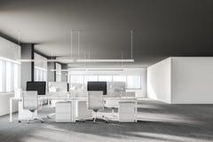 Plafond foncé intérieur de chaise de bureau ouvert blanc de plan Photos stock