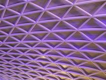 Plafond géométrique aux Rois Cross Station à Londres Images stock