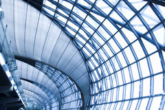 Plafond gris de l'immeuble de bureaux Photo libre de droits