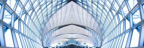 Plafond gris de l'immeuble de bureaux, panorama Photos stock