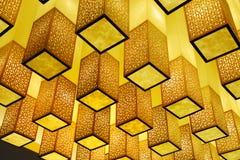 Plafond met kubiek lichtenontwerp Stock Afbeeldingen