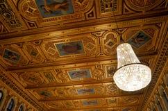 Plafond met schilderijen wordt verfraaid dat Royalty-vrije Stock Foto's