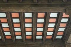 Plafond rayonné coloré photographie stock