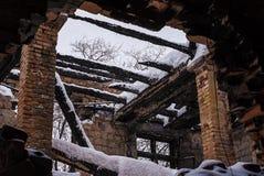 Plafond ruiné d'une usine abandonnée Photographie stock