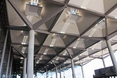 Plafond terminal, aéroport de Malaga. Photographie stock libre de droits