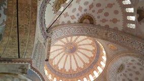 Plafond van Blauwe Moskee in Istanboel stock video