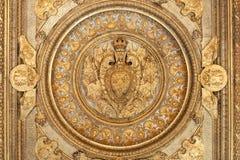 Plafond van een ruimte in het museum van het Louvre stock foto