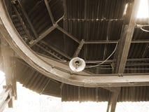 Plafond van een verlaten waterkrachtcentrale, sepia royalty-vrije stock afbeelding