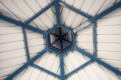Plafond van gazebo in een park Stock Foto's
