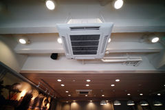 Plafondtype hangende airconditionereenheid Stock Foto