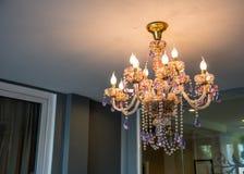 Plafoniere A Tetto : Interno di un salone lusso con le belle plafoniere immagine