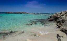Plage à distance exotique en Chypre Images libres de droits