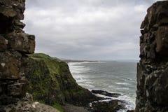 Plage à la côte irlandaise Photo stock