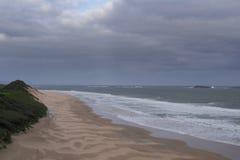 Plage à la côte irlandaise Photos stock