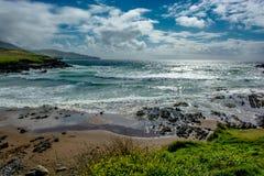 Plage à la côte de l'Irlande images stock